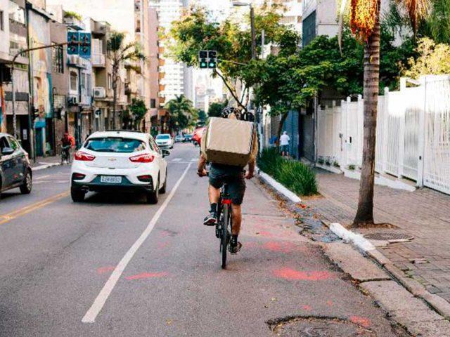 http://www.payparking.com.br/wp-content/uploads/2020/10/ciclista-ocupa-a-faixa-da-esquerda-em-uma-via-da-cidade-de-sao-paulo-640x480.jpg
